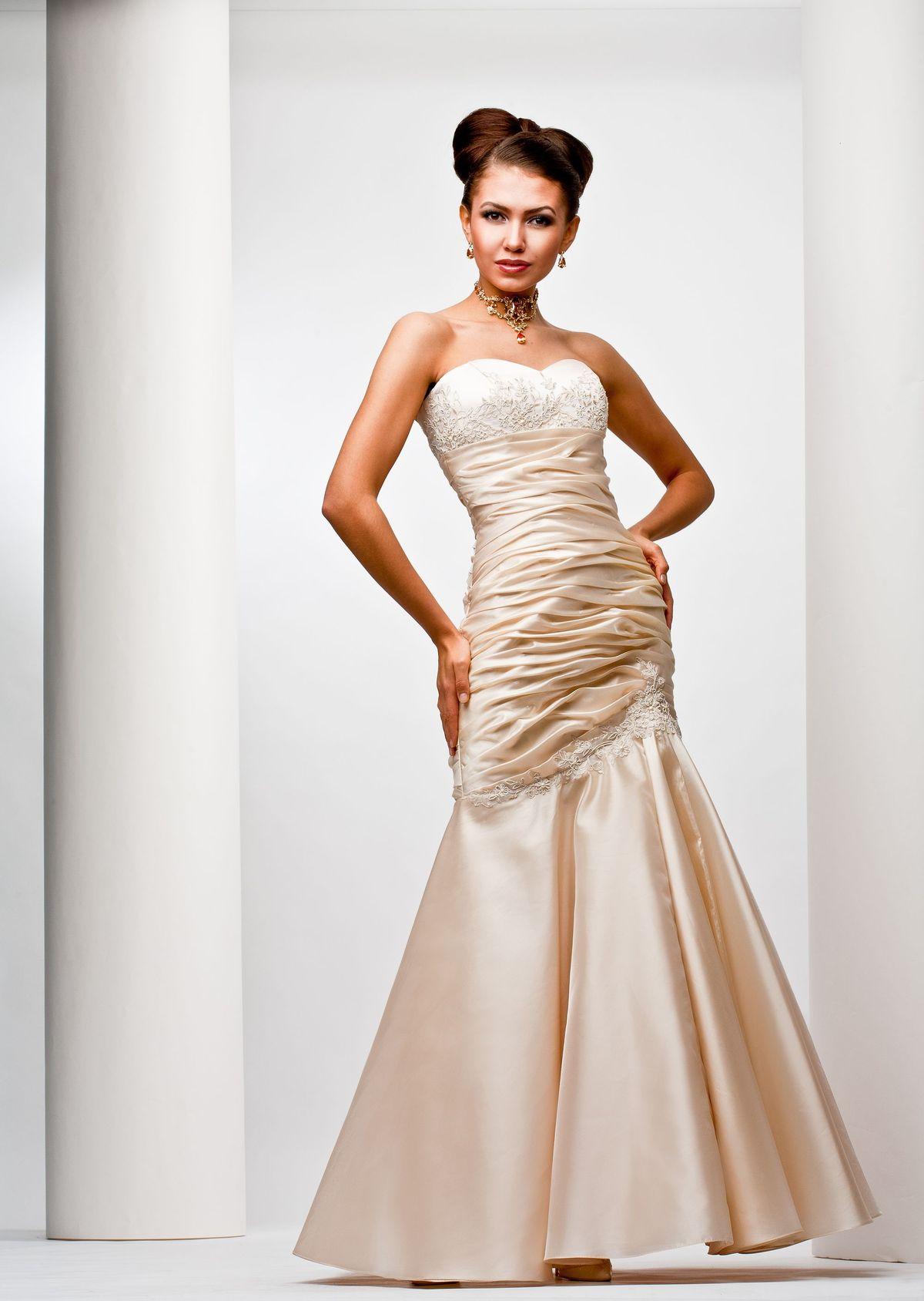 Коллекции платьев 2011 года